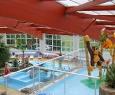 piscine couverte pour toute la famille