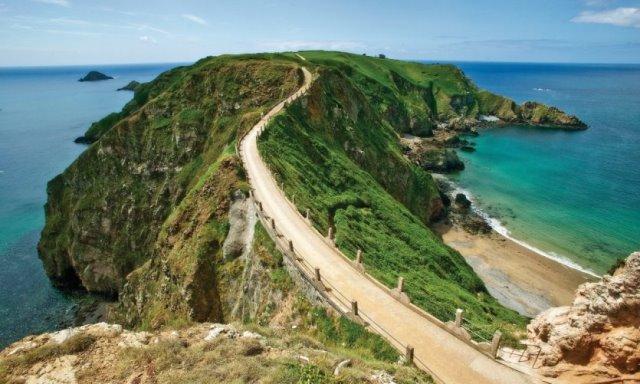 Les îles Anglo-Normandes, Jersey, Guernesey et Sercq au départ de Granville dans la Manche.