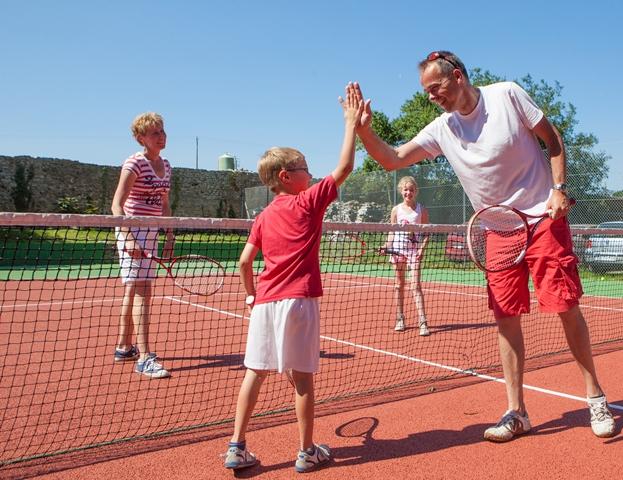 court tennis camping mont saint michel