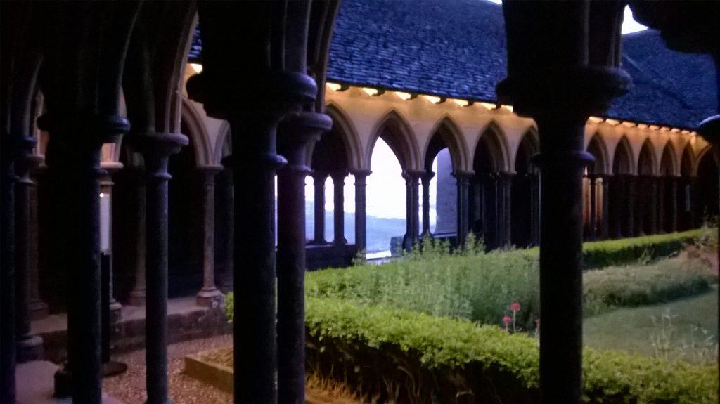 cloître abbaye Mont Saint Michel