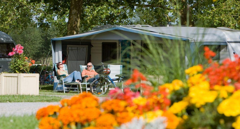 Emplacement stabilisé pour grand camping-car ou caravane, près Jullouville - grand emplacement confort eau electricité