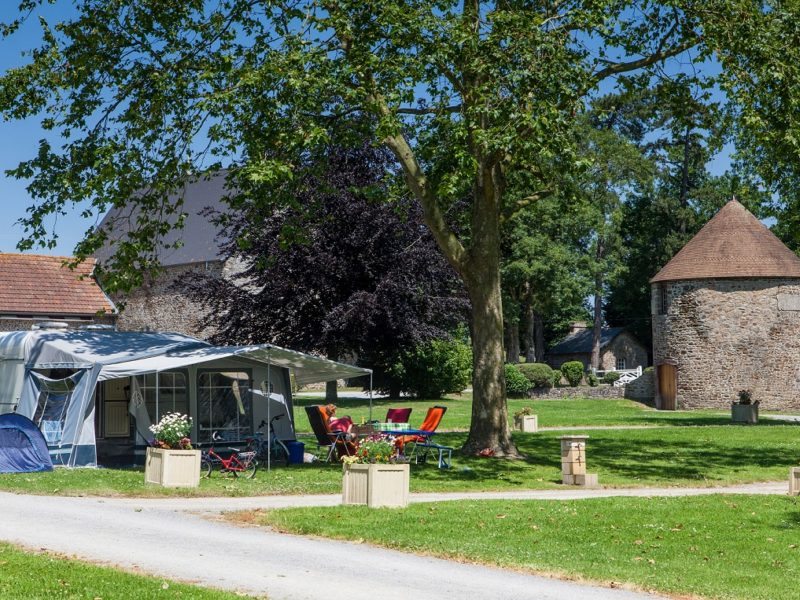 Emplacement Confort: Campez au calme en tente, caravane ou camping-car