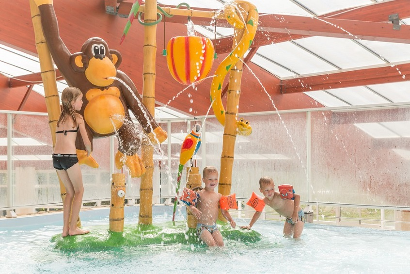 Camping piscine couverte bassin enfant