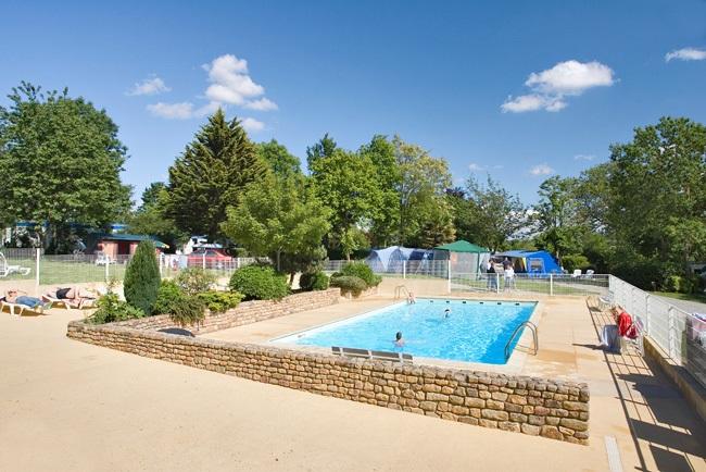 Camping piscine exterieure intérieure chauffée