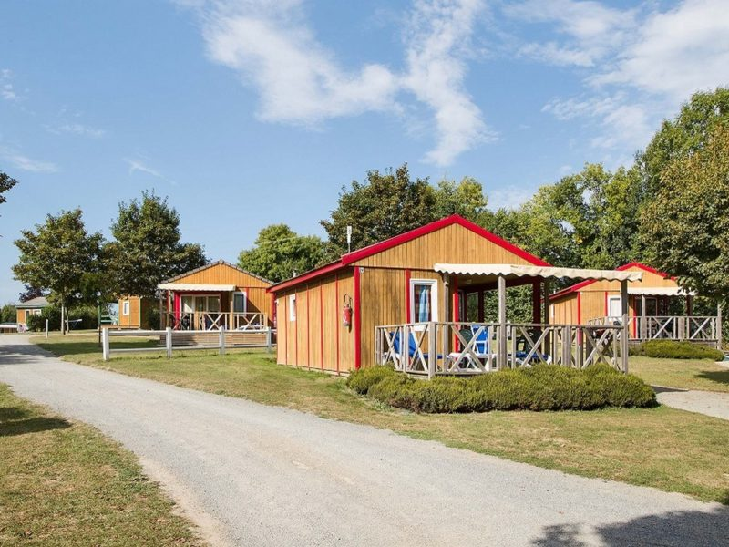 """Jersey Chalet"", cabin in a campsite with kids club and swimming pools"