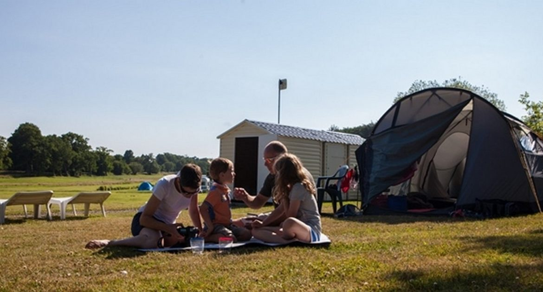 Campingplatz Premium bei der Küste von Normandie. - empl-premium-tomas