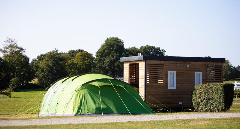 Emplacement Premium Luxe avec sanitaires et cuisine privés, Manche - Emplacement camping premium luxe sanitaire privé