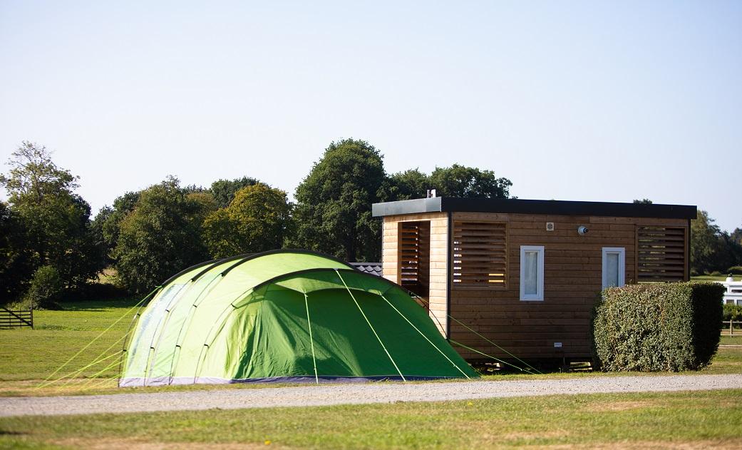 Campingplatz Mit Sanitareinrichtungen In Saint Pair Sur Mer