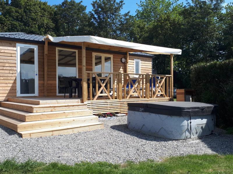 Location Mobil-home 2 chambres avec Spa privatif en Normandie dans le parc d'un Château
