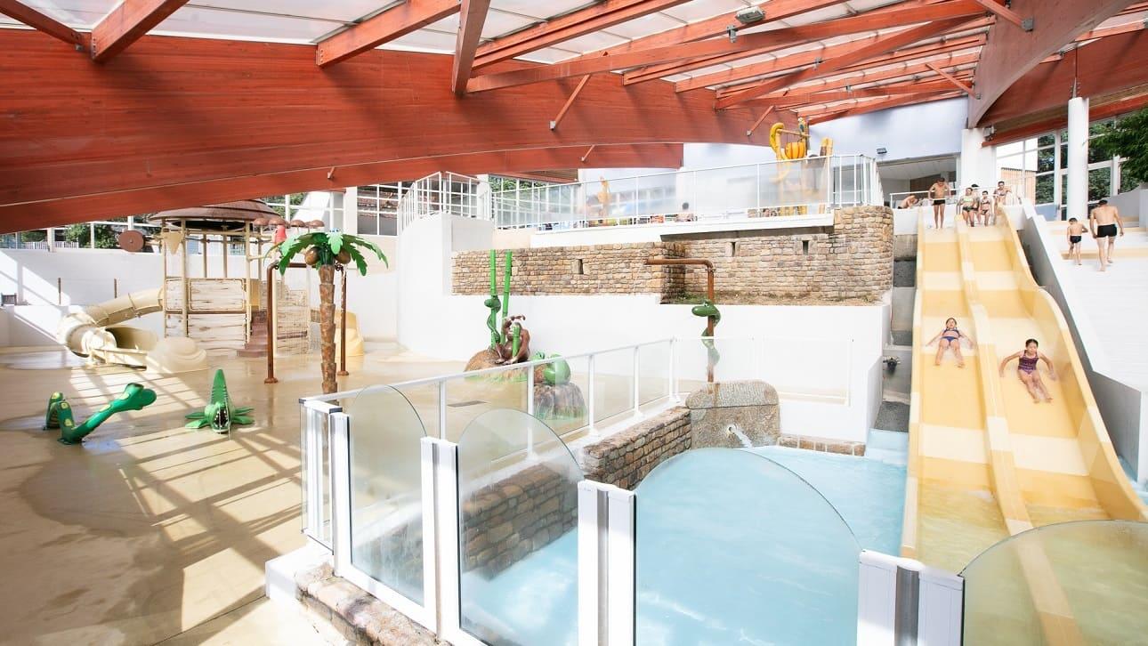 piscine chauffée et couverte toboggan