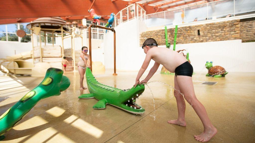 enfant jeux piscine pataugeoire
