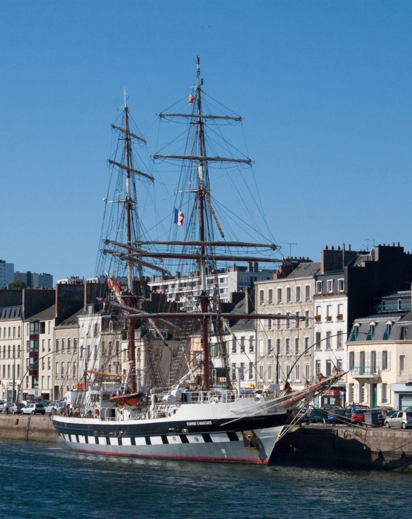 voilier sur le port de cherbourg