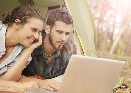 couple tente ordinateur