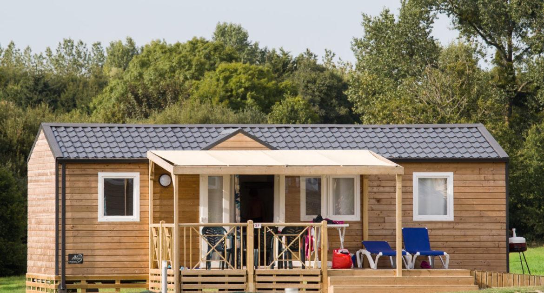 Le Mobil-home Premium PMR adapté pour les personnes à mobilité réduite - mobil home premium bois nature