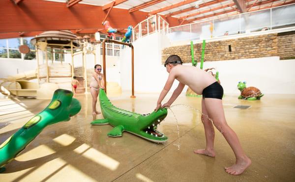 piscine chauffée et couverte camping Normandie Lez-eaux