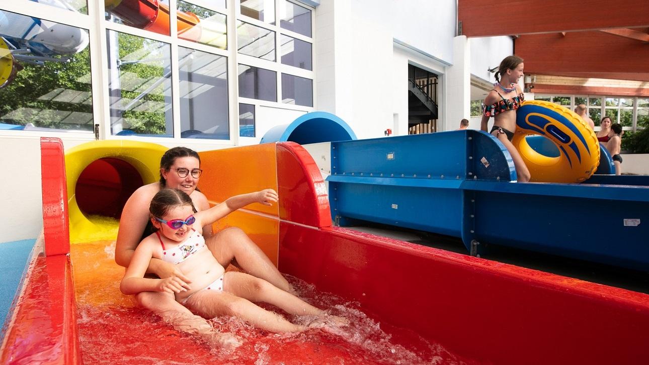 départs de toboggans aquatique enfants